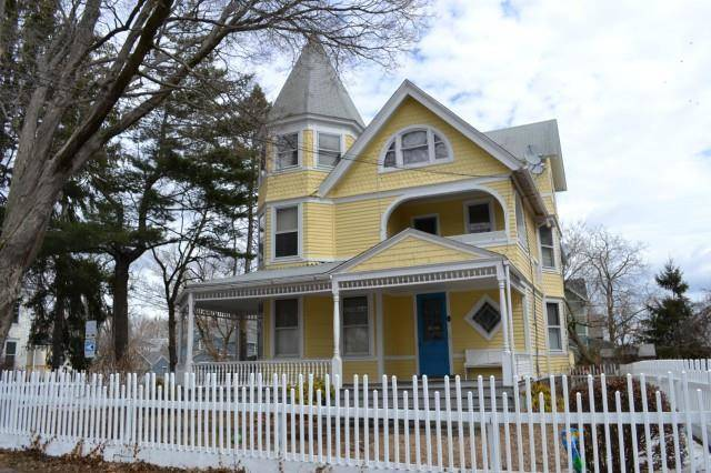 Multi Family Home Rented in Bridgeport CT 06605. Old victorian house near beach side waterfront.