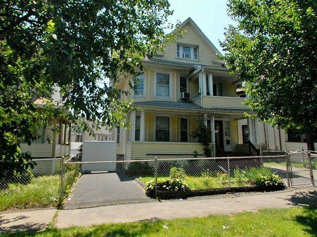 Multi Family Home Rented in Bridgeport CT 06604. Old colonial house near waterfront.