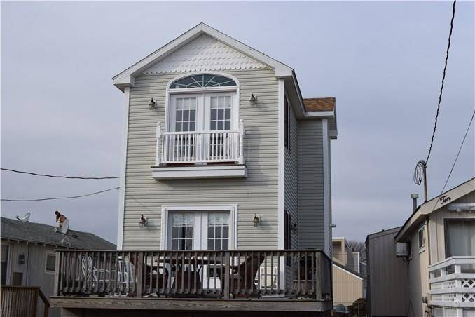 Condo Home Sold in Stratford CT 06615. Colonial house near beach side waterfront.