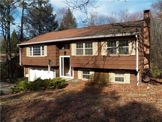 Short Sale: Single Family Home Sold in Danbury CT 06810. Ranch house near waterfront with 2 car garage.