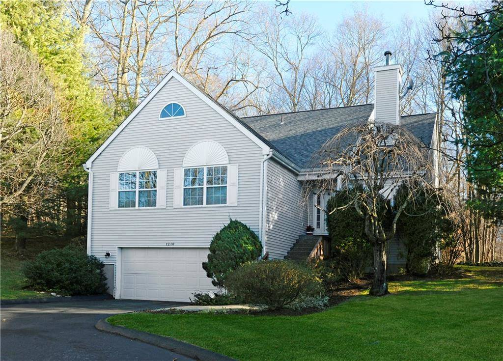 Condo Home Sold in Norwalk CT 06851. Colonial townhouse near beach side waterfront with swimming pool and 2 car garage.