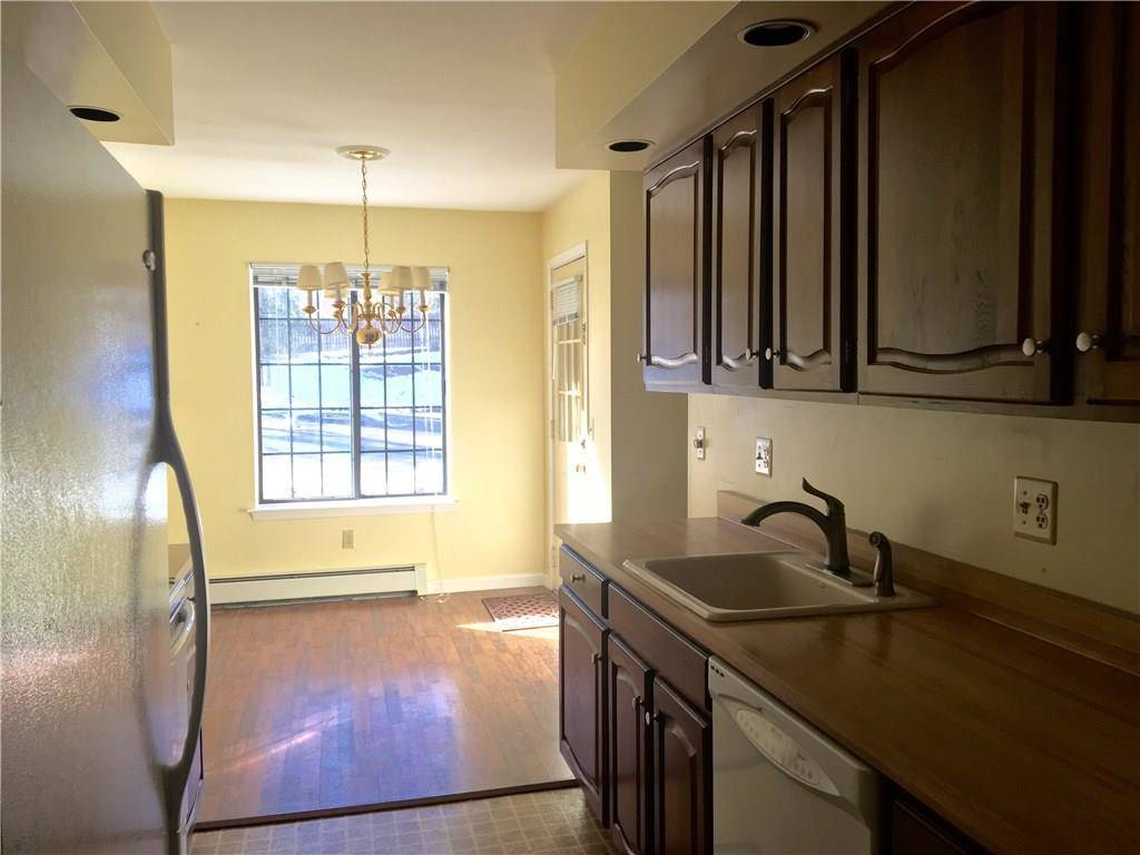 Condo Home Rented in Stratford CT 06614. Ranch house near beach side waterfront with swimming pool.