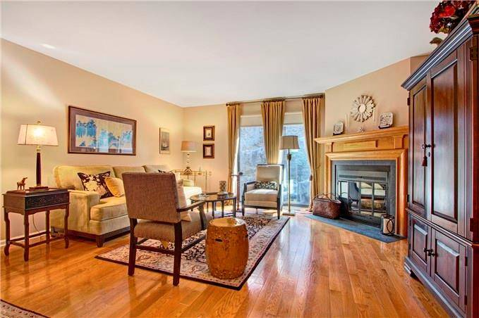 Condo Home Sold in Norwalk CT 06850.  townhouse near waterfront with 1 car garage.