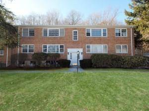 Condo Home Rented in New Canaan CT 06840. Ranch house near waterfront with swimming pool and 1 car garage.