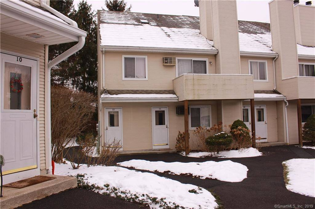 Condo Home Rented in Danbury CT 06811.  house near waterfront with swimming pool and 1 car garage.