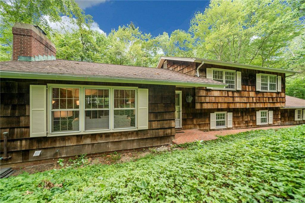 Single Family Home Sold in Weston CT 06883.  house near waterfront with 2 car garage.