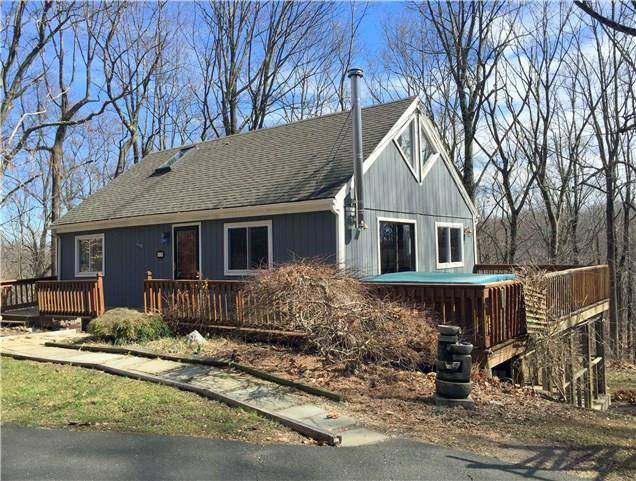 Single Family Home Sold in Newtown CT 06482. Contemporary, ranch house near waterfront.