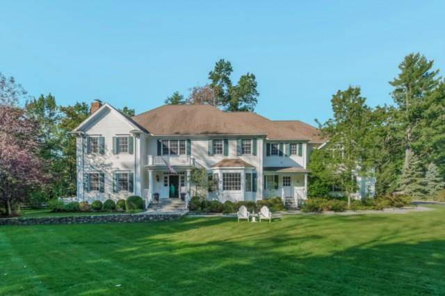 Luxury Single Family Home Sold in Darien CT 06820. Colonial house near beach side waterfront with 3 car garage.