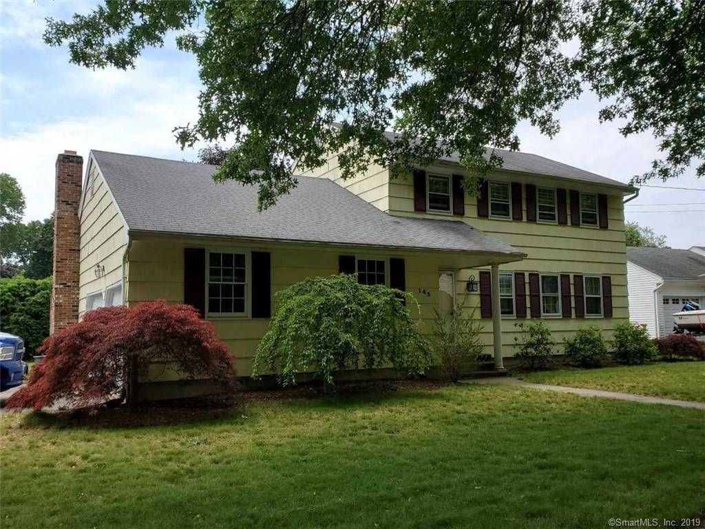 Short Sale: Single Family Home Sold in Stratford CT 06614. Colonial house near beach side waterfront with 2 car garage.