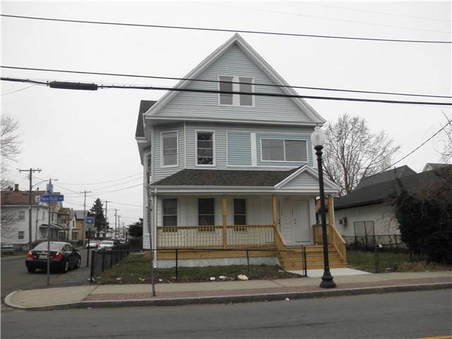 Multi Family Home Rented in Bridgeport CT 06608. Ranch house near beach side waterfront.