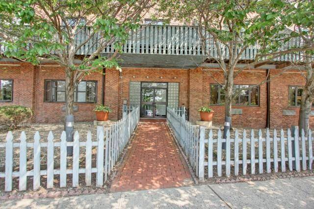 Short Sale: Condo Home Sold in Norwalk CT 06854. Ranch house near beach side waterfront.