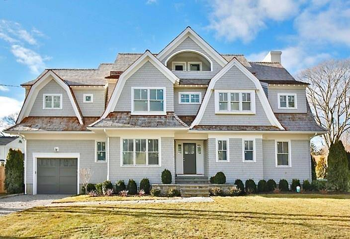 Luxury Single Family Home Sold in Westport CT 06880. Colonial house near beach side waterfront with 1 car garage.