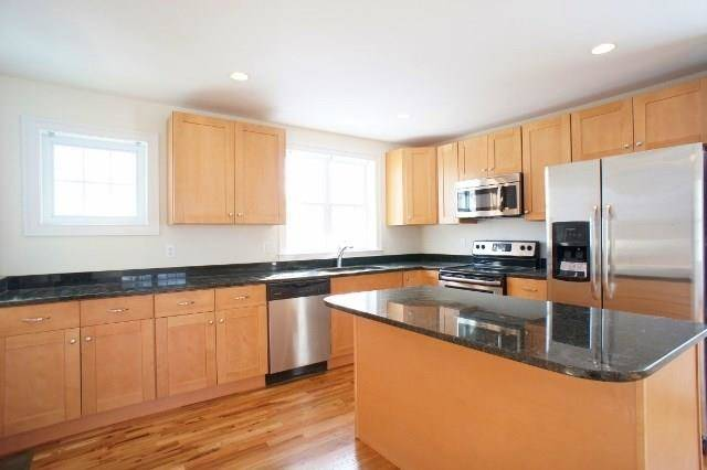 Condo Home Rented in Norwalk CT 06850. Ranch house near beach side waterfront with 2 car garage.
