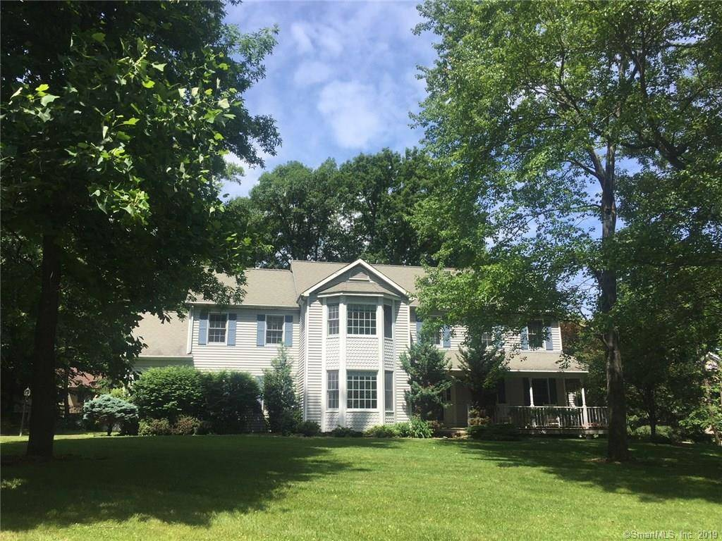 Short Sale: Single Family Home Sold in Danbury CT 06811. Colonial house near waterfront with swimming pool and 2 car garage.