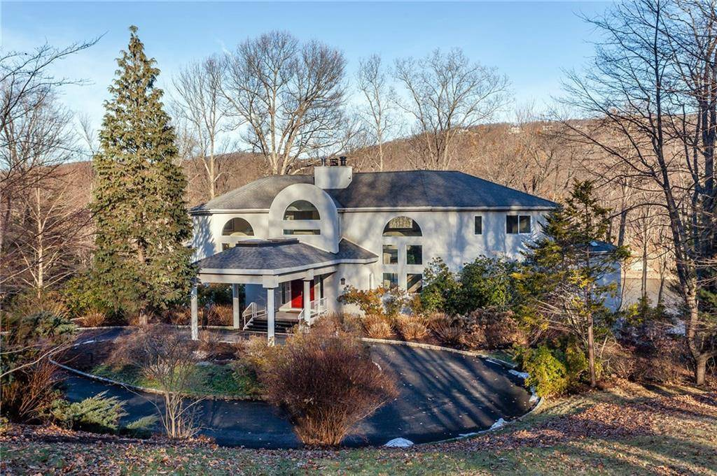Single Family Home Sold in Sherman CT 06784. Contemporary house near lake side waterfront with 3 car garage.