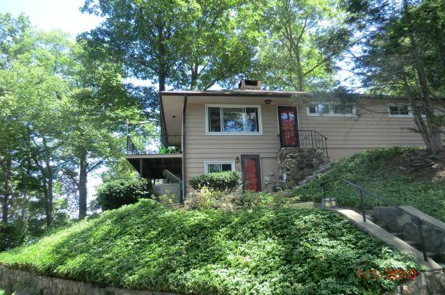 Single Family Home Rented in Danbury CT 06811. Ranch house near lake side waterfront.