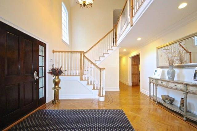 Short Sale: Single Family Home Sold in Stamford CT 06903. Old colonial house near waterfront with 3 car garage.