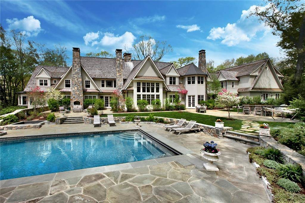 Mansion Rented in New Canaan CT 06840. Big colonial house near waterfront with swimming pool and 7 car garage.