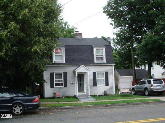 Short Sale: Single Family Home Sold in Bridgeport CT 06604. Old colonial house near waterfront with 1 car garage.