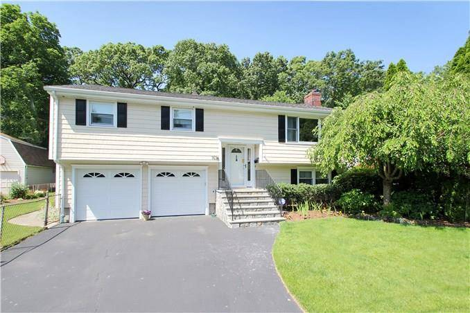 Single Family Home Sold in Fairfield CT 06824. Ranch house near waterfront with 2 car garage.