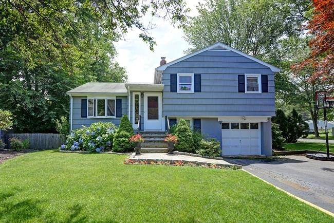 Single Family Home Sold in Fairfield CT 06824.  house near beach side waterfront with 1 car garage.