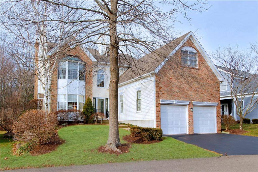 Condo Home Sold in Fairfield CT 06824. Colonial house near beach side waterfront with swimming pool and 2 car garage.