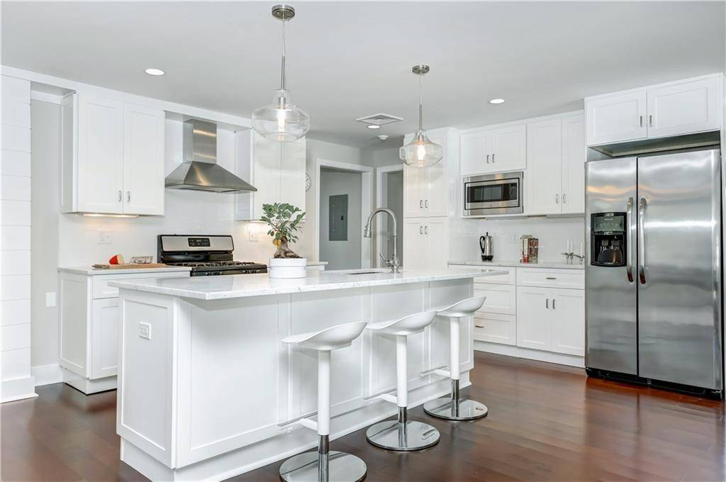 Single Family Home Sold in Greenwich CT 06878. Colonial house near waterfront with swimming pool and 2 car garage.