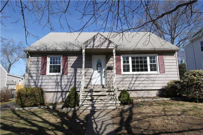 Foreclosure: Single Family Home Sold in Stratford CT 06615.  cape cod house near waterfront with 1 car garage.