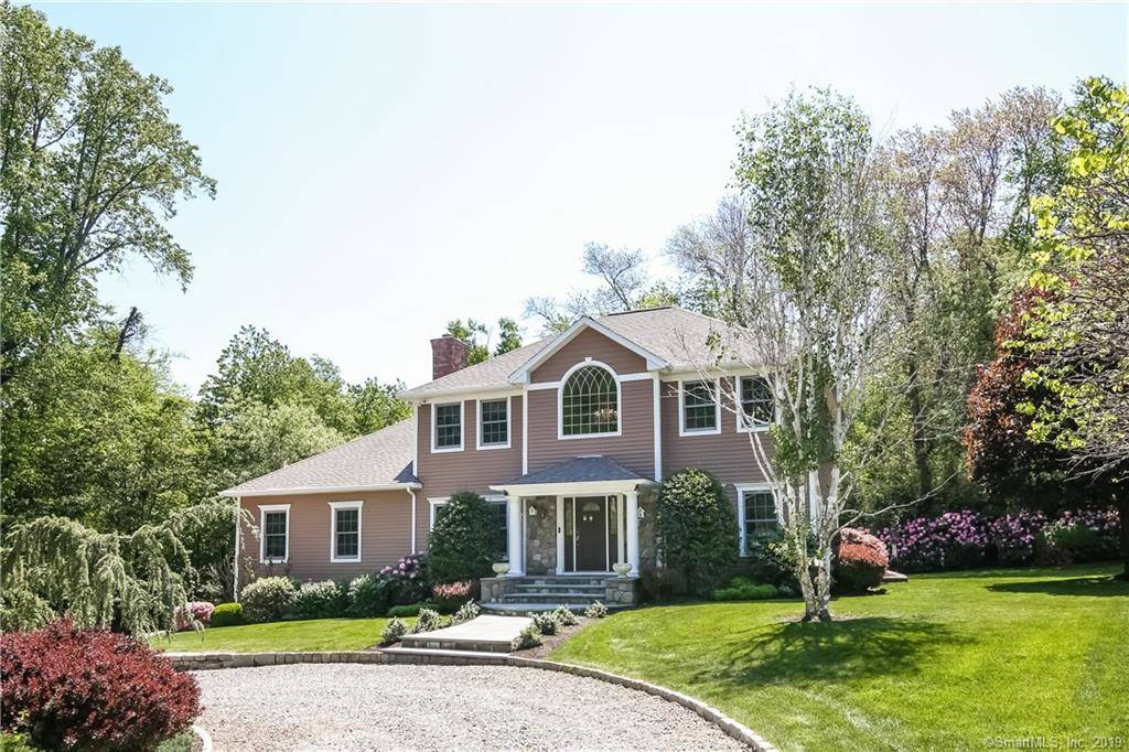 Single Family Home Sold in Norwalk CT 06851. Colonial house near waterfront with 2 car garage.