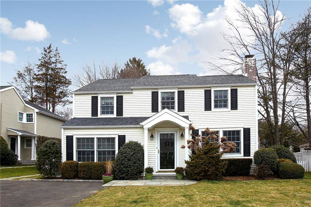 Single Family Home Sold in Darien CT 06820. Colonial house near beach side waterfront.