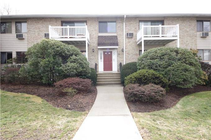 Condo Home Rented in Stamford CT 06902. Ranch house near waterfront with swimming pool and 1 car garage.