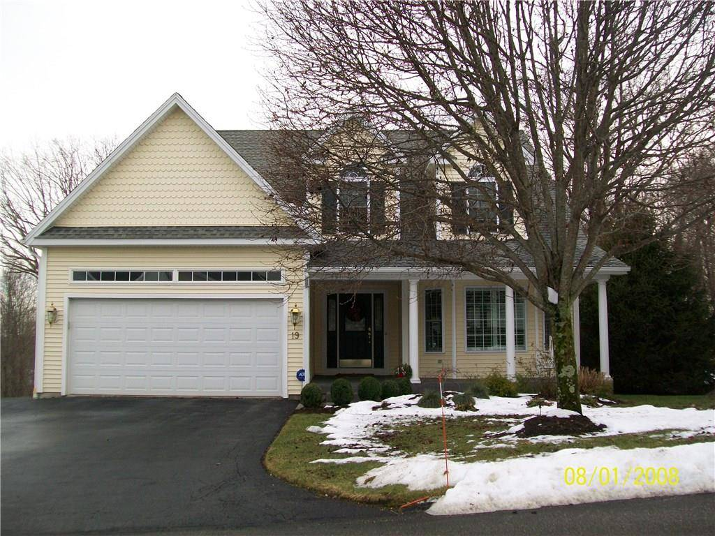 Condo Home Sold in Shelton CT 06484. Contemporary cape cod house near waterfront with 2 car garage.