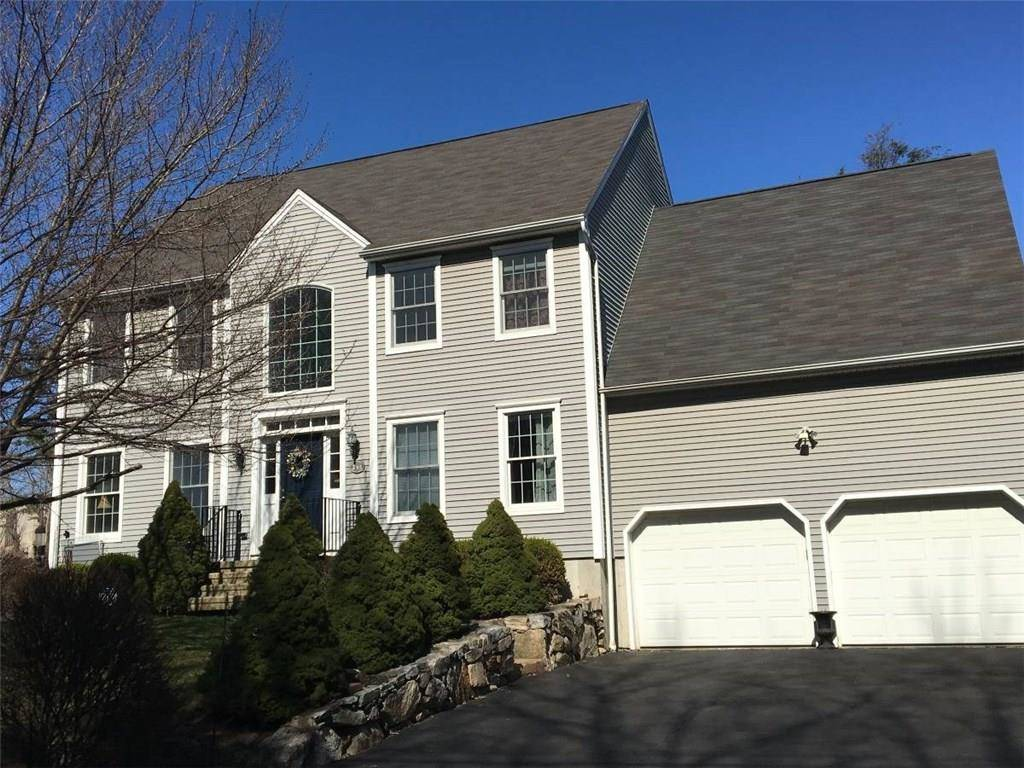 Single Family Home Rented in Norwalk CT 06851. Colonial house near beach side waterfront with 2 car garage.