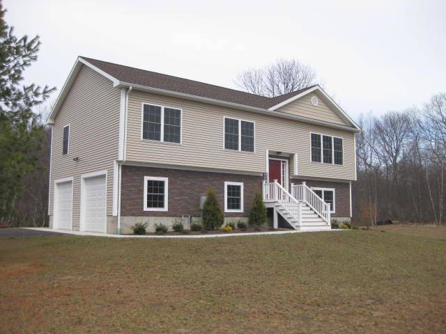 Single Family Home Rented in Newtown CT 06470. Ranch house near waterfront with 2 car garage.