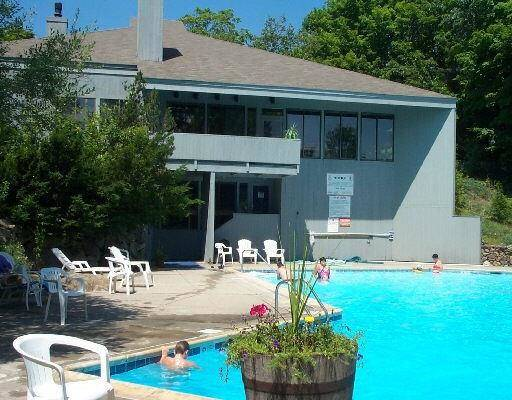 Condo Home Sold in Ridgefield CT 06877. Ranch house near lake side waterfront with swimming pool.
