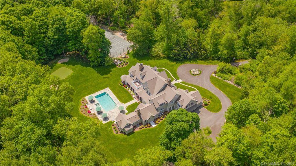Luxury Mansion Sold in Weston CT 06883. Big colonial house near waterfront with swimming pool and 3 car garage.