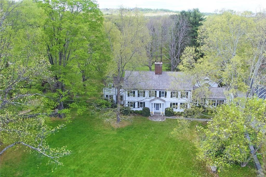 Single Family Home Sold in Easton CT 06612. Colonial house near waterfront with 4 car garage.