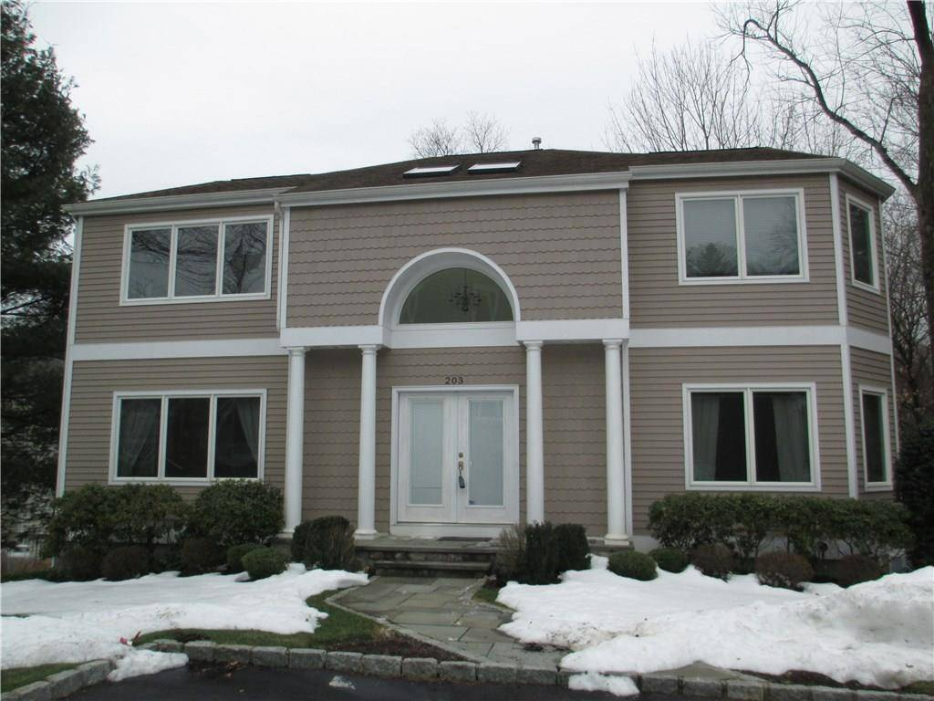 Single Family Home Rented in Norwalk CT 06850. Colonial house near river side waterfront with swimming pool and 2 car garage.