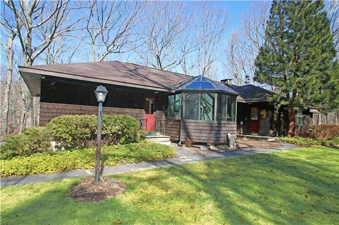 Single Family Home Sold in Newtown CT 06482. Ranch house near beach side waterfront with 2 car garage.