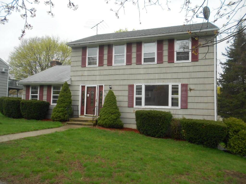 Foreclosure: Single Family Home Sold in Stratford CT 06614. Colonial house near waterfront with 2 car garage.