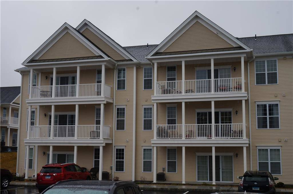 Condo Home Sold in Danbury CT 06810. Ranch house near waterfront with swimming pool.