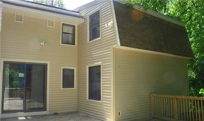 Single Family Home Sold in New Fairfield CT 06812. Contemporary house near waterfront with 1 car garage.
