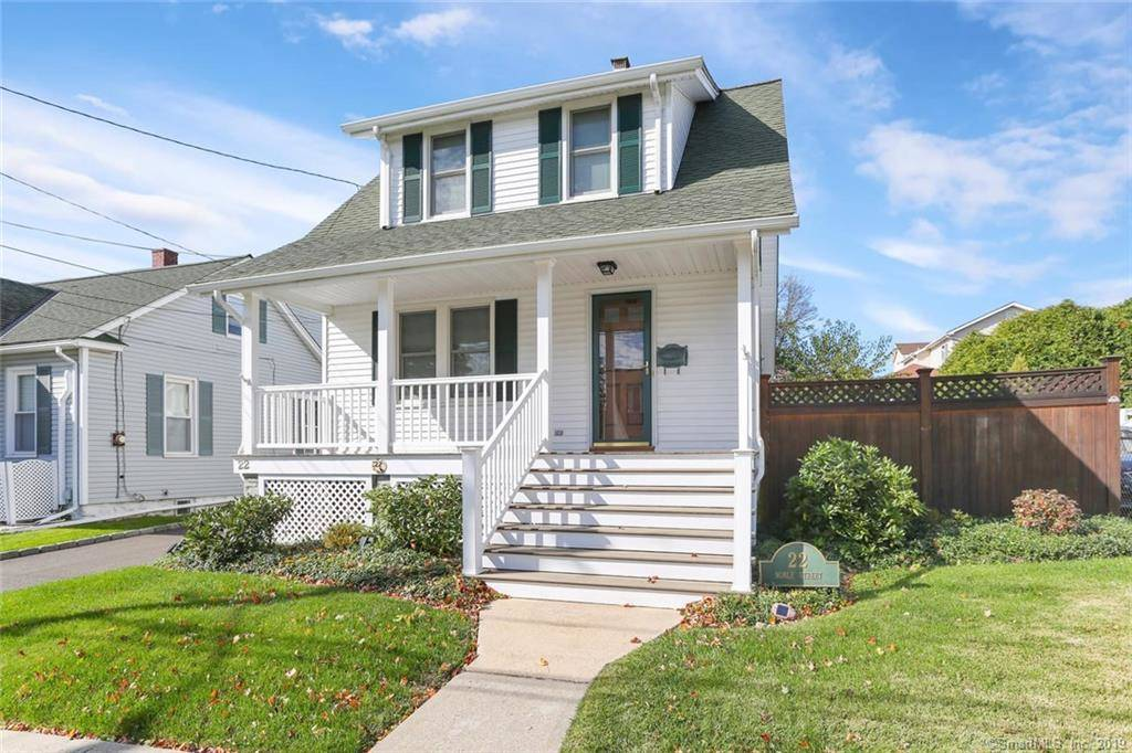 Single Family Home Sold in Stamford CT 06902. Old colonial house near waterfront with 1 car garage.