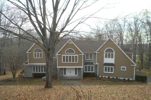 Foreclosure: Single Family Home Sold in Weston CT 06883. Colonial house near waterfront with 3 car garage.
