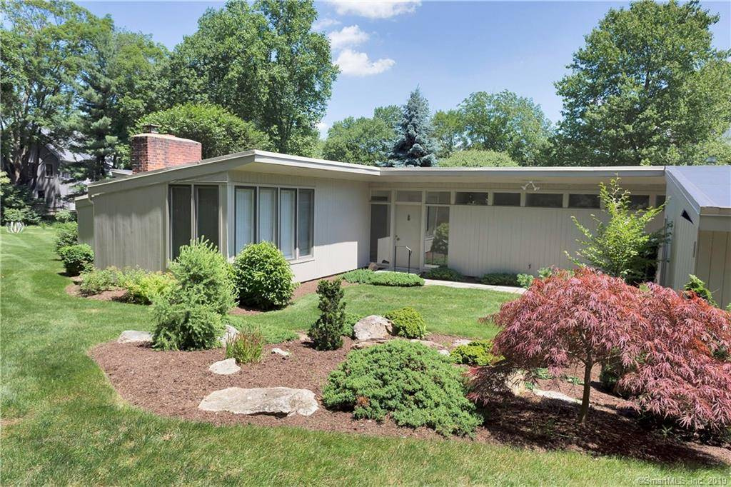 Single Family Home Sold in Darien CT 06820. Ranch house near waterfront with 1 car garage.