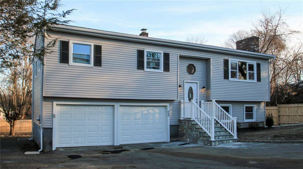 Single Family Home Sold in Bridgeport CT 06610. Ranch house near waterfront with 2 car garage.