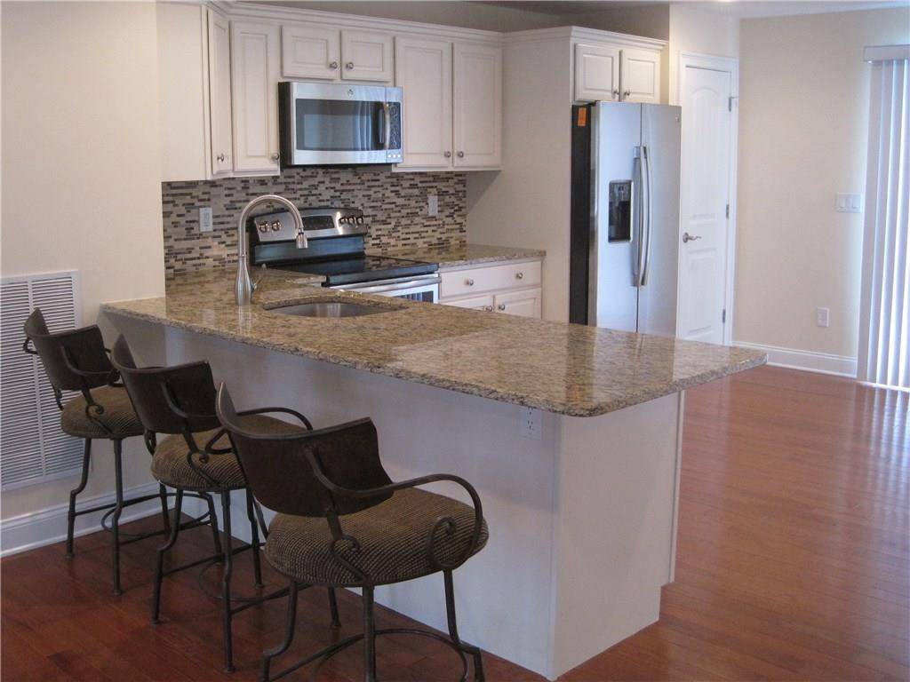 Condo Home Rented in Ridgefield CT 06877.  townhouse near beach side waterfront with 2 car garage.