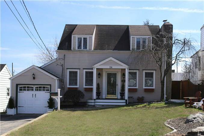 Single Family Home Sold in Norwalk CT 06851. Old  cape cod house near beach side waterfront with swimming pool and 1 car garage.
