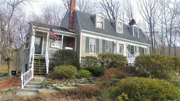 Single Family Home Sold in New Fairfield CT 06812. Colonial house near waterfront with 1 car garage.