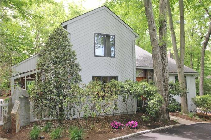 Single Family Home Sold in Stamford CT 06903. Contemporary, colonial house near river side waterfront with 2 car garage.